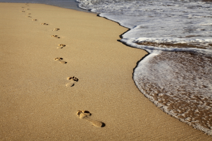 footprints-in-sand-impermanence1